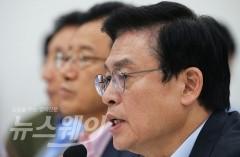 """한국당, 휴가 중인 文 향해 독설…""""전화할 시간도 없나"""""""