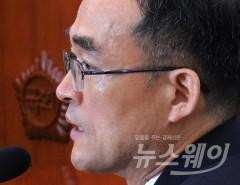 '문무일, 검찰개혁 의지 약하다?'…與野 모두 맹공
