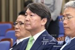 안철수, 당대표 출마 선언 연기…반대파 여론 탐색