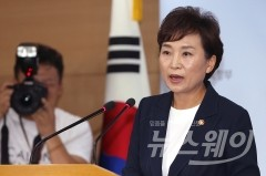 BMW·강남집값·박원순리스크…김현미 국토 '사면초가'