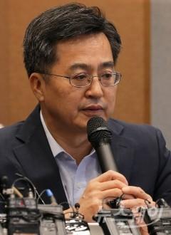취임 석 달, 김동연 부총리의 경제 성적표는?