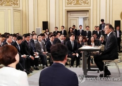 """문재인 """"북한 특사 파견 할 수도…전쟁은 없다"""""""