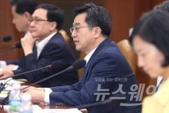[김동연 취임 100일]사면초가 김동연, 보유세 압박에 가계부채까지