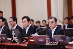 """文대통령 """"긴 연휴 인한 피해·소외계층 배려 대책 마련하라"""""""