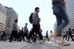 """30대 기혼 여성 3명 중 1명 경력단절…""""출산·육아 부담"""""""