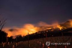 미국 북캘리포니아 대형산불…1명 사망·2만명 대피