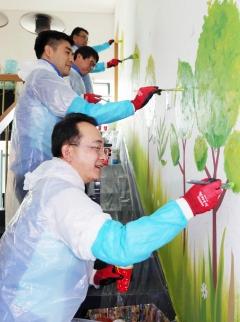 신한생명, 노인복지관 벽화그리기 봉사활동