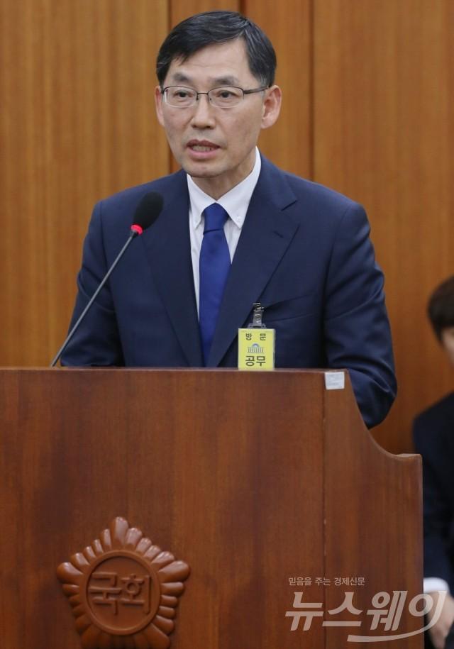 '국감' 갤럭시 S8 가격 담합의혹 해명하는 박병대 삼성전자 부사장