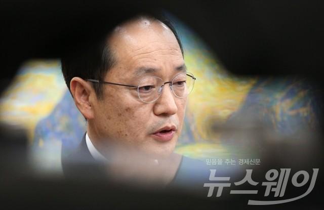 국감 출석해 답변하는 강신웅 티브로드 대표