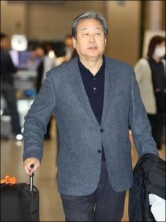 김무성 귀국… 사라진 '노룩패스'