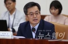 발톱 드러낸 김동연 부총리, 금융당국에 연달아 무력 시위