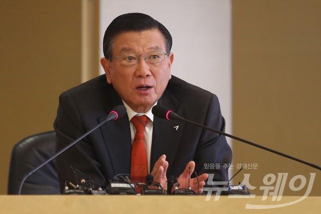 박삼구 회장, 아시아나항공 본사서 '기내식 대란' 대책 논의