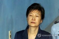 검찰, 박근혜 전 대통령 국정원 뇌물수수 혐의로 추가 기소