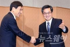 김동연-이주열, 깜짝 회동···보호무역 대응 논의