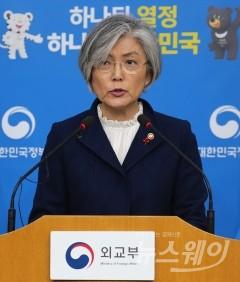 """강경화, ARF 외교전 돌입…""""한일관계 파국 절대 안돼"""""""