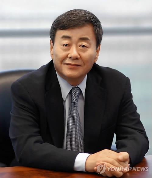 '성폭행 혐의' 김준기 전 DB 회장, 미국서 체류기간 연장