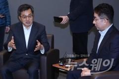 김동연 부총리, 포장재회사 공장 방문…'스마트공장' 기업인 간담회