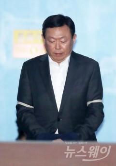 """신동빈, 항소심서 억울함 호소… """"외국 독대서도 청탁한 적 없어"""""""