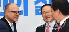 """홍영표 """"GM 본사, 한국GM 회생 위해 3조원대 출자전환 의사 밝혀"""""""