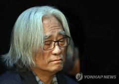 '극단원 상습 성추행' 이윤택, 징역 6년 선고…'미투' 유명인 첫 실형