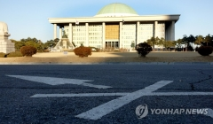 추경 역대 최장기간 국회 체류 기록 경신 초읽기
