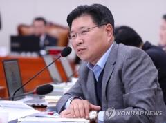 홍문종 의원, 검찰 출석…불법자금 수수·돈세탁 의혹