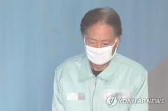 'DJ 뒷조사' 최종흡 전 국정원 차장, 재판서 혐의 부인