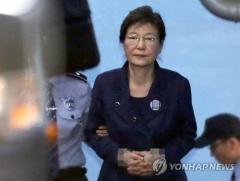 박근혜 전 대통령, '공천개입' 혐의 변호인 통해 부인