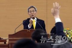 """윤종규 KB회장 """"채용비리 휘말려 죄송""""…KB노조 제안 안건 모두 부결"""