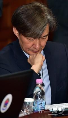 """조국 민정수석 """"인사검증 비판 겸허히 받아들인다"""""""