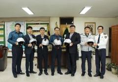 손보협회 호남본부, 전남 장흥署에 교통안전물품 전달
