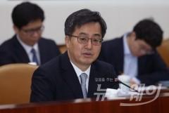 """김동연 """"고용부진, 최저임금 영향 아냐…추경 신속히 처리해야"""""""