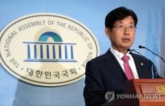 """한국당 4선 강길부 의원 """"홍준표 언행 국민적 분노…사퇴하라"""""""