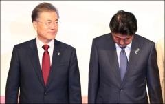 文대통령, 7년만에 현직 정상으로 '韓日中회의' 참석