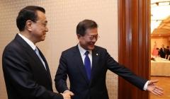 文대통령·中리커창 '서울-신의주-중국 철도 사업' 공감대 형성