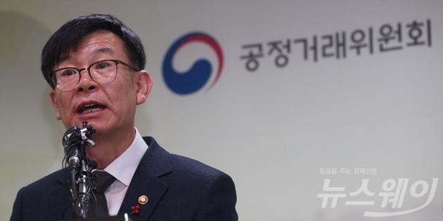 """김상조 """"비가역적 변화 시작돼""""…취임 1년 자평"""