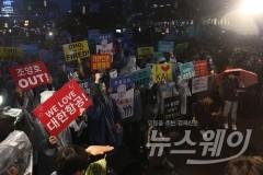"""한진·LG 총수 일가 조준?… 文대통령 """"해외재산 은닉은 반사회행위"""""""