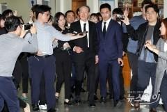 故구본무 회장 이틀째 '추모행렬'…최태원·정의선 등 조문
