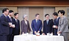 청와대, 자영업·실직자 뺀 최저임금 자료 참조 논란