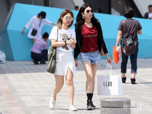 '날씨… 강한 자외선에 긴소매 및 선글라스 착용 권고'