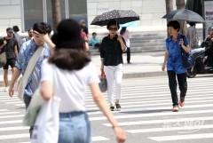 전국 습하고 폭염특보 확대·강화…낮 최고 35도, 열대야 기승
