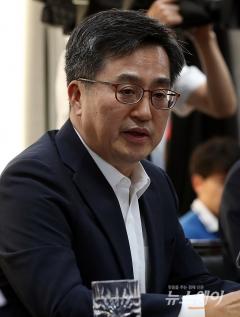 """김동연 """"혁신성장에 선택과 집중···규제혁신 돌파구 찾을 것"""""""