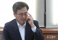 """김동연 """"소득·분배 악화는 구조적 문제"""""""