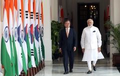 인도 떠난 文 대통령, 15년 만에 싱가포르 국빈방문