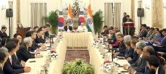 '경제'로 시작해 '기업'으로 끝난 文 대통령 인도 순방