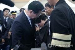 송영무 장관, 헬기사고 분향소 방문…일부 유족 항의