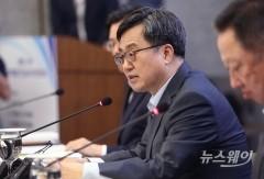 """김동연 """"내년 실질 SOC예산, 7% 중반보다 더 확대""""(종합)"""