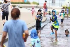 '입추'에도 '폭염특보' 확대…곳곳에 소나기