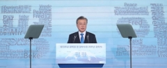 문재인 대통령 지지율 55.6%‥최저치 추락