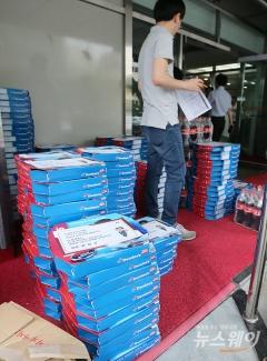 황창규 KT 회장, 모든 직원에 피자 쐈다…기가지니 100만 기념